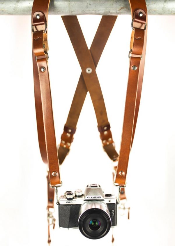Auxiliary strap for the third camera 1
